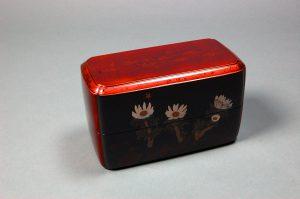 変塗蒔絵螺鈿箱「福寿草」