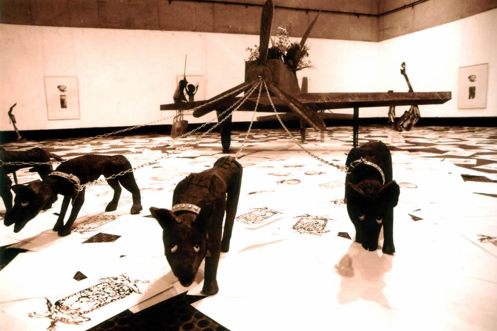 <p>Skinny dogs 戦闘機を引くヤセ犬</p>