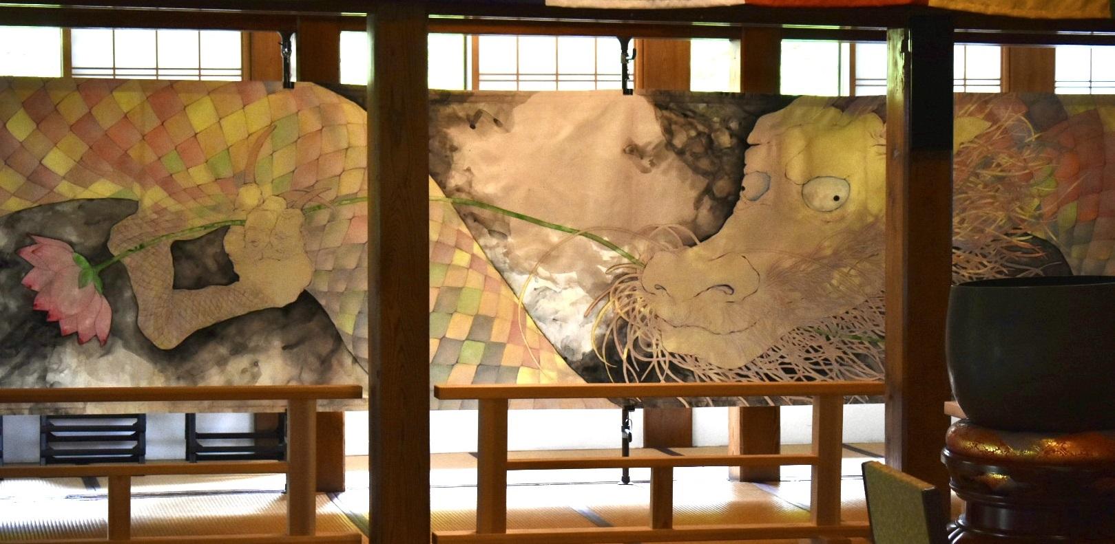 アーツ&ルーツ専攻4年生の作品「昇降白龍図」展示